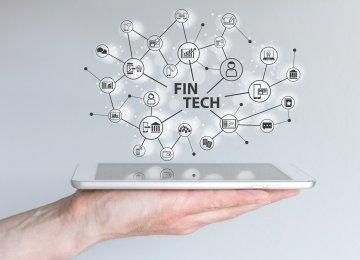 نحوه جدیدی از شرکت های ارائه خدمات به وجود آمده اند که میتوانند زنجیره تامین جهانی را تغییر شکل دهند. شرکت های مجهز به تکنولوژی مالی میتوانند باعث سهولت معامله های بین تولید کننده و تامین کننده های همان شرکت شوند . این شرکت ها به سبب افزایش مهلت پرداختی های قبلی همزمان با سرعت بخشیدن به پرداختی های جدید، سبب ارتقای سرمایه در حال گردش خریدار و تامین کننده می شوند . از منافع این کار برای دو طرف میتوان به افزایش نقدینگی و کاهش تنوع در زمان پرداخت ها اشاره کرد . شرکت های چند ملیتی از جمله apple، Colgate، Dell، P&G، Kellogg و Siemens در حال استفاده از شرکت های فینتک هستند و از سرمایه هایی از شرکت که در گذشته غیر قابل دسترس بودند، در زنجیره تامین استفاده کنند تا در مارکتینگ بزرگ و جدید رشد مالی خوبی را شاهد باشند علاوه بر آن محصولات جدید را حمایت و توسعه ، امکانات مالی خود را تقویت کنند و سرمایه موجود و قابل دسترس برای کل اکوسیستم تامین افزایش دهند .(استفاده از این شرکت ها، به تامین کننده ها اجازه میدهد تا به منابع مالی شرکت های چند ملیتی با هزینه کمتر دسترسی پیدا کنند.) بلاگ بلاگ 06 sa fintech 430